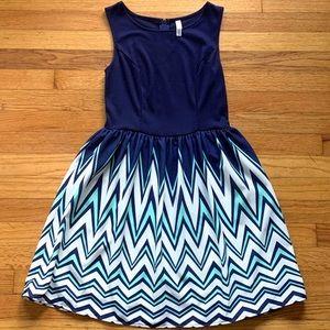 Navy blue / chevron dress